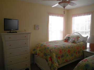 Girl's Twin Bedroom