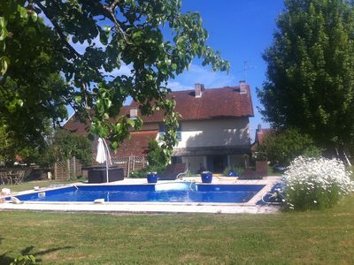 Nice house with swimming pool and Master jacusi immense orchard.
