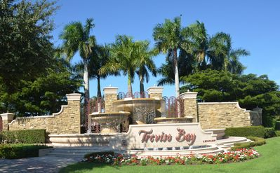 Beautiful 3rd Floor Treviso Bay Condo (Incl. TPC Golf/4 Mi. From 5th Ave./Beach)