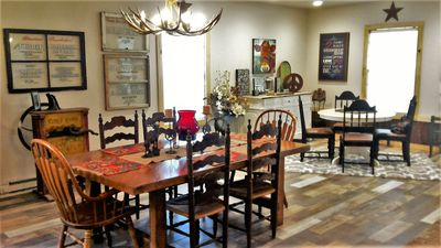 HUTCHINS HOUSE-IDEAL LOCATION, OHV PARKING , FAMILY & RETREAT-FRIENDLY.