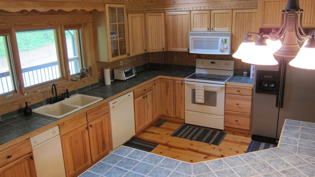 Gorgeous peaceful cabin near table rock and vrbo for Table rock nc cabins
