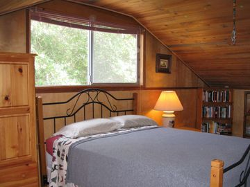 Additional upstairs bedroom with a twin bed also