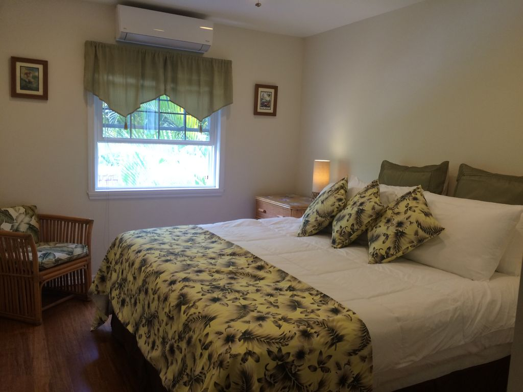 R b cottage newly renovated short walk to beach a c for Bathrooms r us reviews