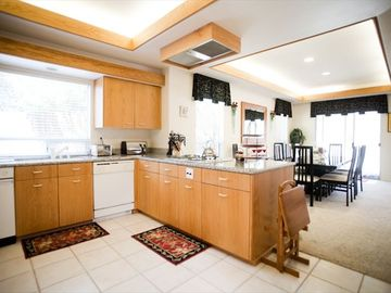 Cambria house rental - Completely stocked kitchen