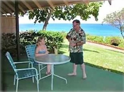 Kaluakoi cottage rental - Relaxing on the lanai