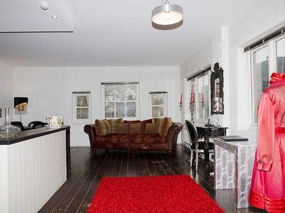Islington apartment rental - huge living room of more than 700 sqft