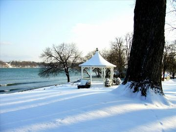 View of Queens Royal Park and the Niagara river