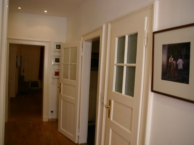 Luxury apartment with three double rooms in best Munich location.
