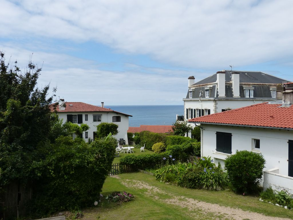 apartment in the heart of the village of Guethary quiet, bright and sea view