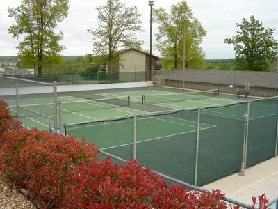 Branson condo rental - Lighted tennis courts