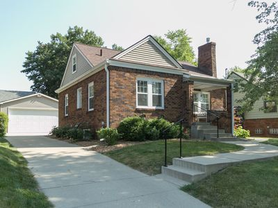 Adorable And Cozy 2 Bedroom Brick Home W Fireplace.