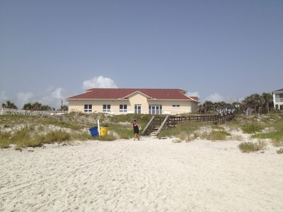 Beach house, underground parking, work out room and sauna, full kitchen and pool