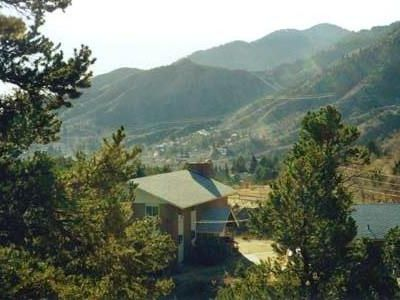Lodge nestled in Manitou foothills