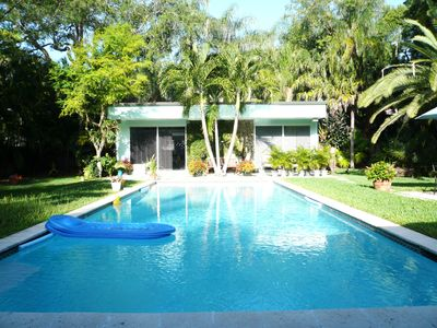 Coconut Grove Large Modern Guest House & Private Heated Pool