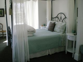 Kennebunkport studio photo - Queen Bed