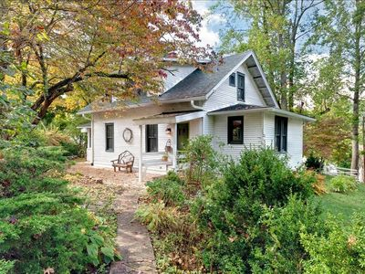 Built in 1920, restored in the 90's, a vernacular Warm Springs Cottage