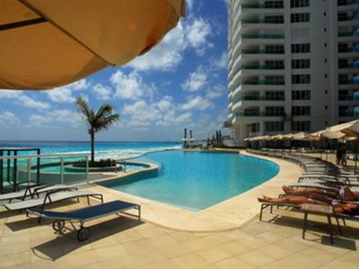 Cancun condo rental - Infinity pool