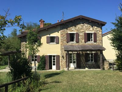 Colline di Gavi, near the Monferrato: rustic country house with pool