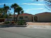 3 Bedroom Pool Home On The Canal And Walking Distance Of Beach And Village