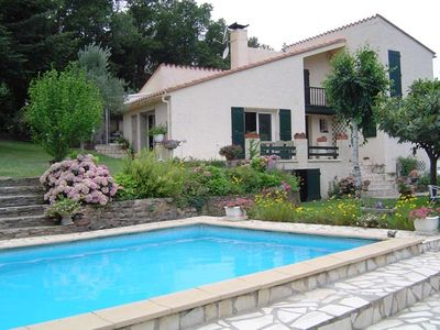 Villa located in a quiet area with pool and large garden FENCED