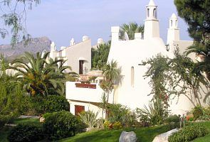 Beautiful  2 bed villa with air con, nearby pool, sun terraces, fine views