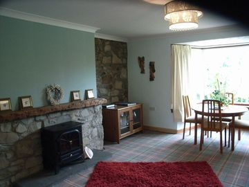 auld farmhouse dining room / lounge