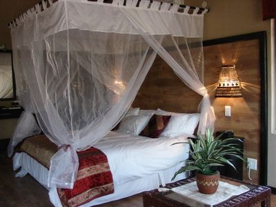 Mpumalanga-Kruger National Park house rental - The Lion's den with spa bath overlooking the bush