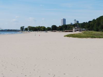 Beautiful Bradford Beach w/ tiki bar 3 blocks away - beach chairs included