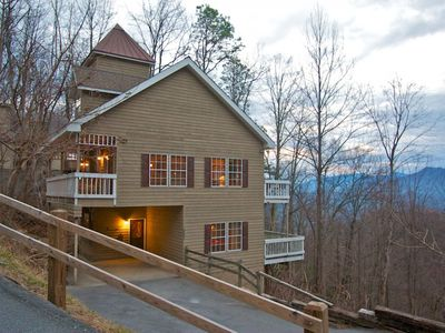 Welcome to Cupola Chalet, located in the beautiful Chalet Village area above Gatlinburg!