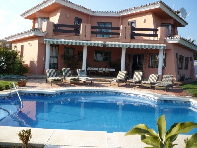 Luxury Villa with private pool & gardens ideal for families & well located