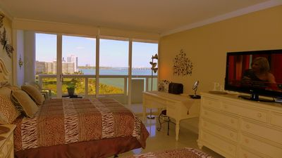 Miami, The Grand : 2 Queen size beds. Park and Biscayne Bay view.
