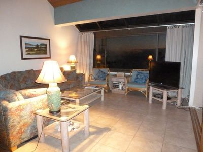 Kahana condo rental - Living room