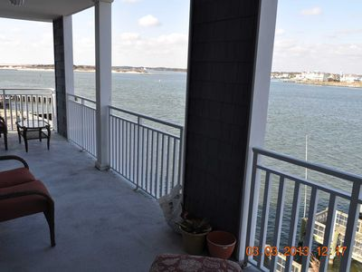 Large Bayfront Condo Downtown close to Boardwalk Beach, Private Pier to Fish Great Veiws