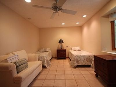Marathon house rental - Guest Room with Twin Beds