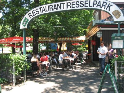 Excellent Vienna Restaurant - in the neighboring Resselpark