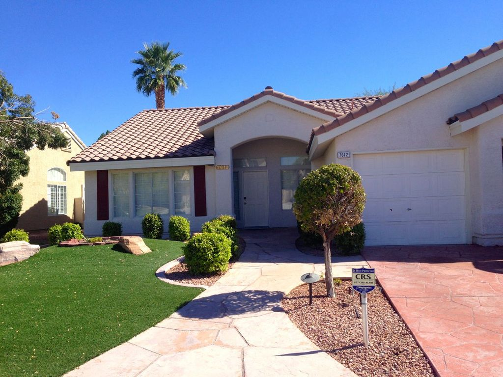 Monthly renters dream. Quiet neighborhood close to The Strip & Shopping