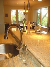 Mariposa house rental - The granite bar is a perfect place to relax and visit.