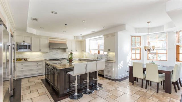 Gorgeous , Specious 5 Bedroom House In Encino , Close To Restaurants Shopping An