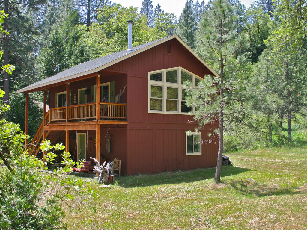 Tall Red Cabin In Bass Lake Yosemite Area Vrbo