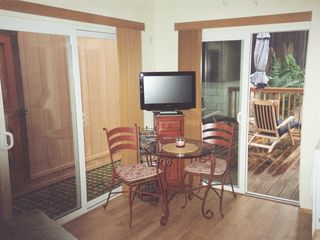 Old Town studio photo - BREAKFAST NOOK ,CABLE TV,DVD, WIFI WASHER/DRYER,SKYLIGHT&CEILING FAN