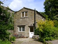 MILL COTTAGE, pet friendly, with a garden in Buckden, Ref 2224