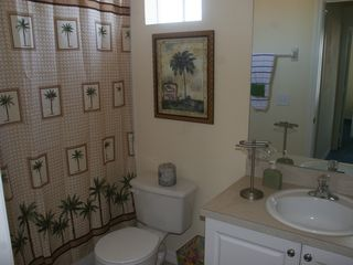 Tuscan Hills villa photo - Twin Bedroom shower and bath !