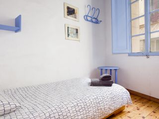 Barrio Gotico apartment photo - Single bedroom over the street