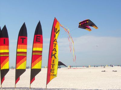 Treasure Island condo rental - Kite competition on our wide beaches