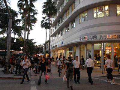 Miami Beach condo rental - Shop at Lincoln Road