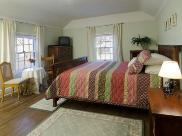 Queen bed, mission-style furnishings