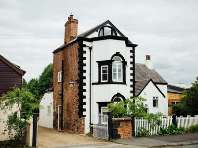 Langs Hall, charming 3- bedroom cottage in Leyland, 10 mins drive from motorway