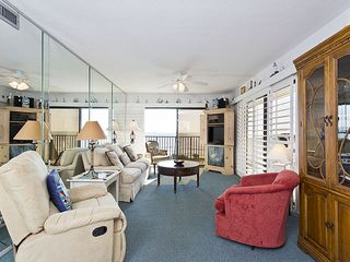 Flagler Beach house photo - Flooded with light, the living room is a pleasure!