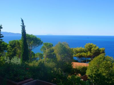 A lovely little cottage at the seaside in Tuscany with stunning views