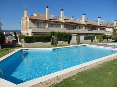 400 M. BEACH, POOL, BARBECUE, EXCELLENT CONDITION, PARKING